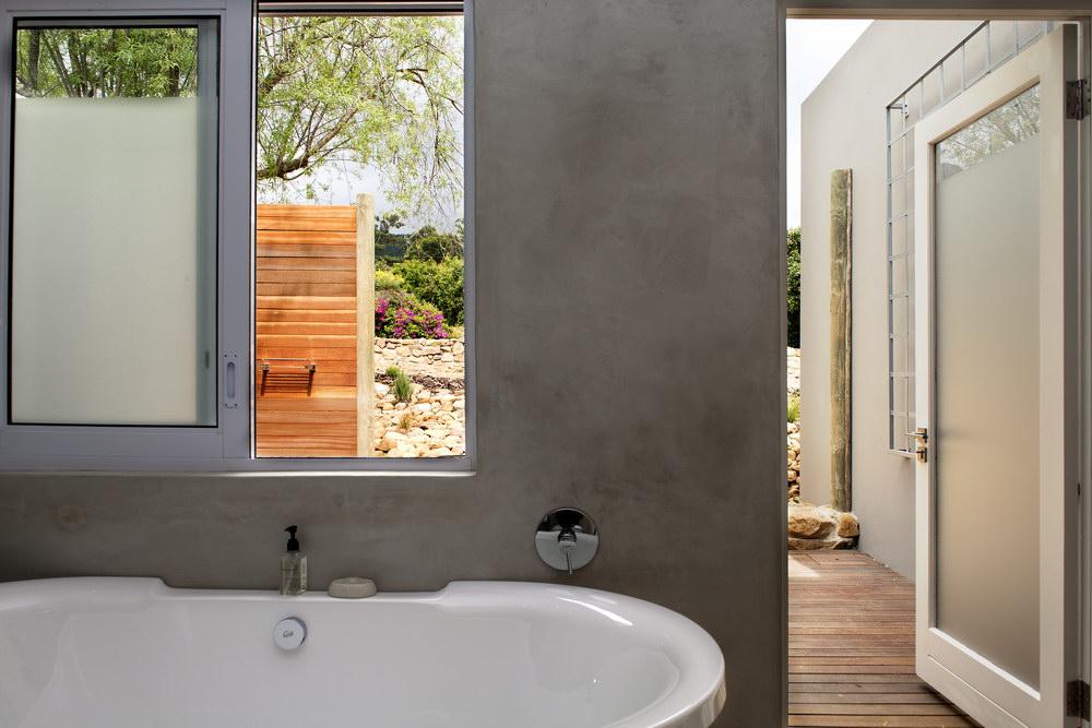 deluxe-room-bathroom-2.jpg
